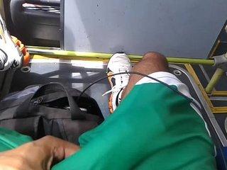 Turista Gozador - Batendo punheta no ônibus